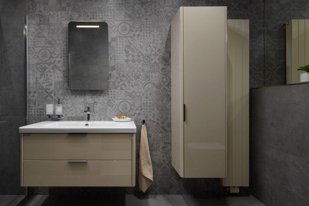 Funkční retro koupelna vyvážená moderními prvky