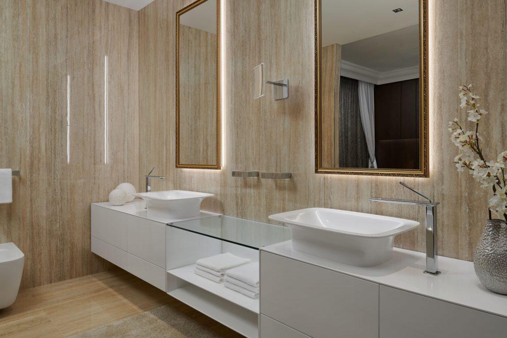 Mramorová koupelna strendovými tvary