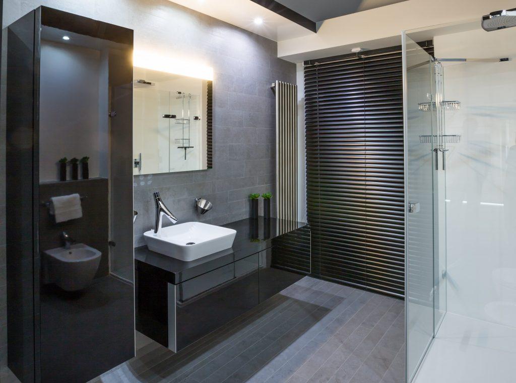 Elegantní koupelna ve vysokém lesku