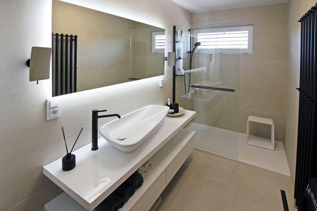 Koupelna plná světla aenergie